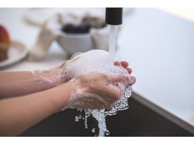 Care este presiunea si debitul de apa pentru un instant pe gaz